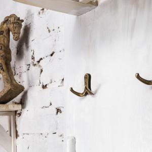 Designerskie wieszaki są nie tylko praktyczne, ale stanowią ozdobę mieszkania. Fot. Gamet