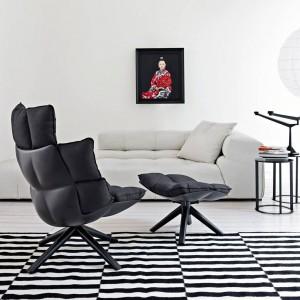Nowoczesny, superwygodny fotel Husk z podnóżkiem. Fot. B&B Italia