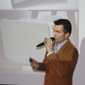 Szymon Tomecki, przedstawiciel firmy Modern Line.