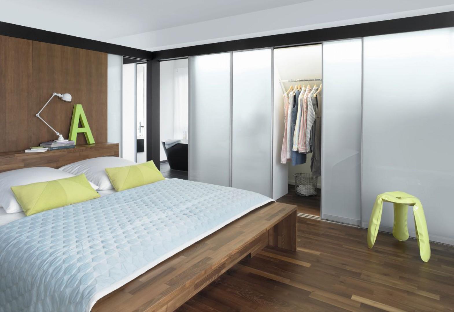 Garderoba z drzwiami S1500  firmy Raumplus. Fot. Raumplus
