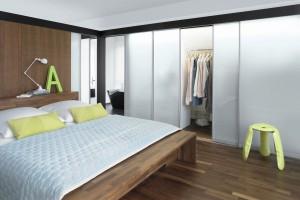 Meble do sypialni - 10 pomysłów na funkcjonalną garderobę