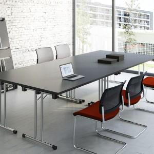 Stół konferencyjny firmy MDD. Fot. MDD
