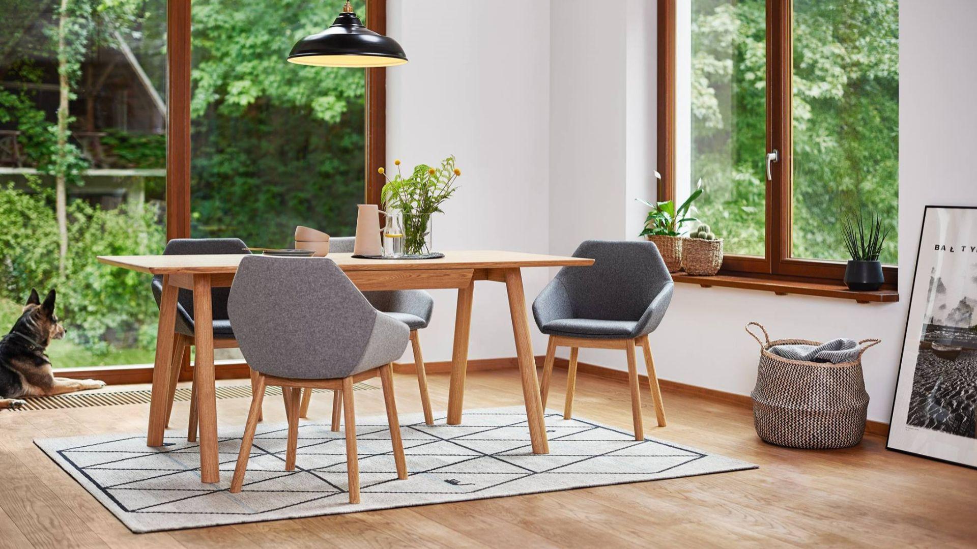 Krzesło Tuk i stół April stół dla Paged. Projekt Studio Szpunar. Fot. Paged
