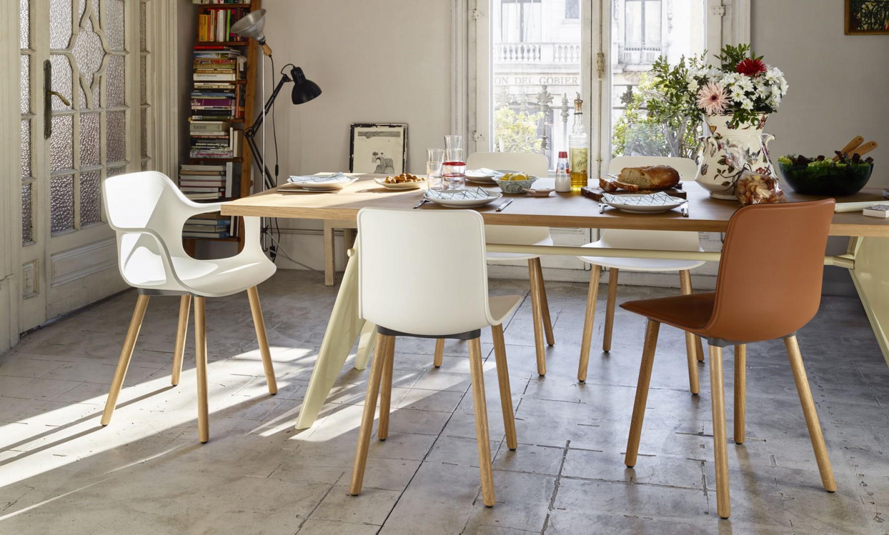 Krzesła z serii Hal firmy Vitra. Projekt: Jasper Morrison. Fot. Vitra