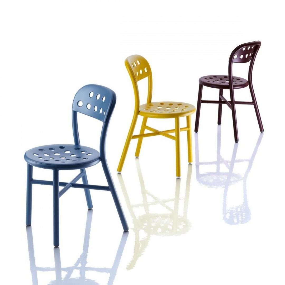 """Krzesła """"Pippe"""" firmy Magis. Projekt: Jasper Morrison. Fot. Magis"""