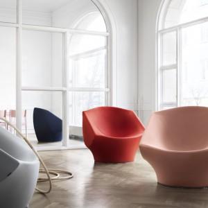 Nowoczesne w formie fotele Phaze nadają się zarówno do wnętrz mieszkalnych, jak i publicznych. Fot. Kinnarps