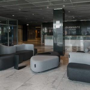 W lobby krakowskiego Diamante Plaza znalazły się meble zaprojektowane przez Karima Rashida. Fot. Materiały prasowe