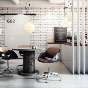 Krzesło na pojedynczej nodze pasuje zarówno do wnętrz mieszkalnych jak i użyteczności publicznej. Fot. Sitag