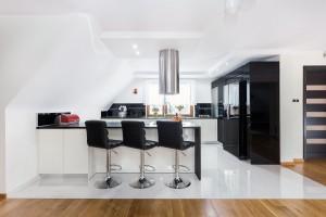 Meble kuchenne: 20 inspiracji na połączenie czerni z bielą