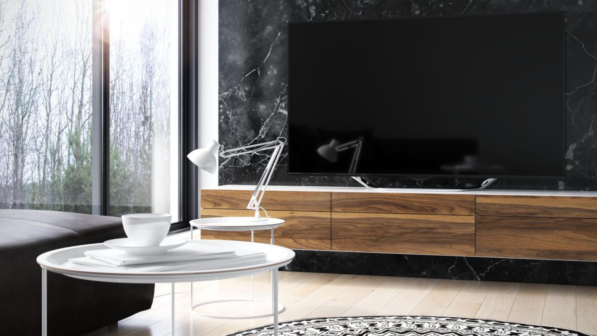 Meble wykończone dekorami orzechowymi zwykle trafiają do wnętrz zaaranżowanych w stylu klasycznej elegancji. Na zdjęciu: Noce Nuoro firmy Impress Decor. Fot. Impress Decor