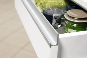 Aluminiowe uchwyty - jak ozdobić meble kuchenne