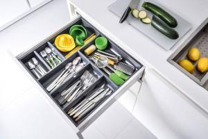 Organizery w szufladach - sposób na porządek w kuchni