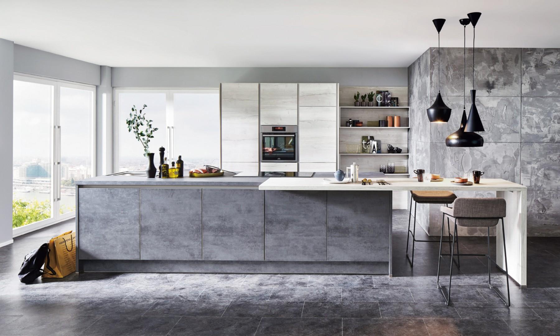 W nowoczesnej kuchni dobrze wyglądają fronty przypominające fakturą i kolorem chłodny beton. Fot. Verle Kuchen