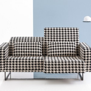 Sofa dwuosobowa z regulowanymi zagłówkami. Fot. Bruhl