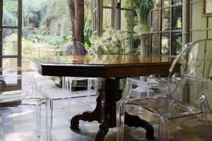 Przezroczyste krzesła - designerskie meble do jadalni i salonu
