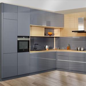 Na równi ze wzornictwem klienci zwracają uwagę na organizację przestrzeni zabudów kuchennych. Fot. Stolzen