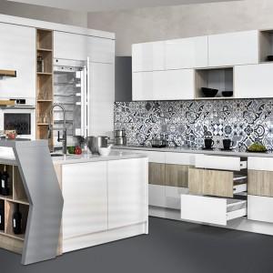 W funkcjonalnej, dobrze zaprojektowanej kuchni wszystkie niezbędne akcesoria powinniśmy mieć tuż pod ręką. Fot. Stolzen