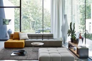 """Sofy i fotele o """"miękkich"""" kształtach - zaaranżuj przytulny salon"""