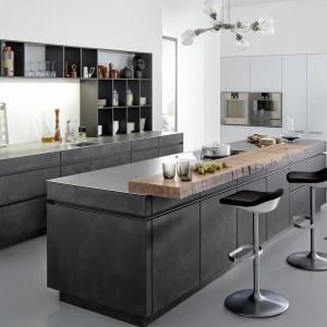 Fronty kuchenne do złudzenia przypominające beton. Fot. Leicht