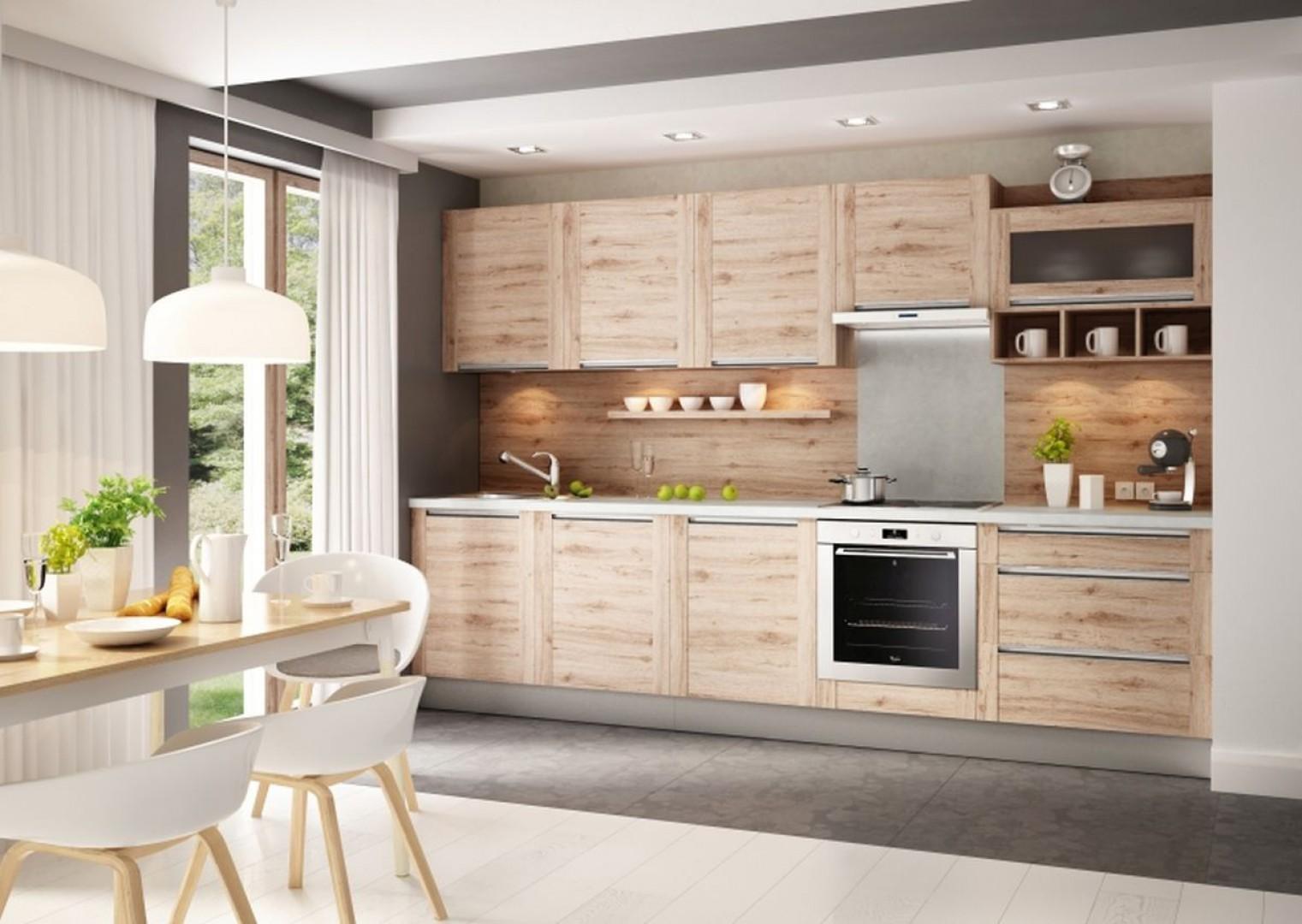 Zabudowa kuchenna, w której zastosowano uchwyty wpuszczane w postaci listew umieszczonych na całej szerokości frontu. Fot. Kam