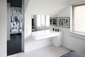 Toaletka w sypialni - funkcjonalny mebel i ozdoba wnętrza