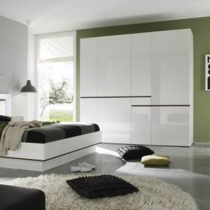 Toaletka najczęściej jest elementem całej kolekcji mebli do sypialni. Fot. Helvetia