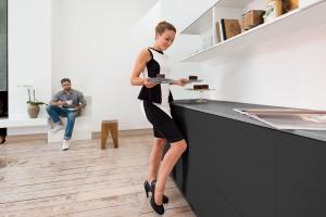 Bezuchwytowe otwieranie frontów - trend w nowoczesnej kuchni