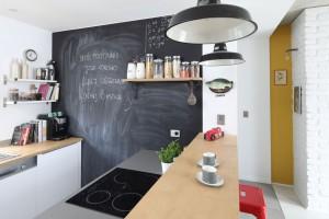 Jakich błędów lepiej nie popełniać, urządzając kuchnię dla rodziny z dziećmi?