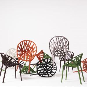 Krzesełka o motywach roślinnych. Fot. Vitra