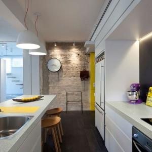 Bogata oferta struktur oraz dekorów pozwala na zaprojektowanie kuchni w każdym stylu, poczynając od minimalistycznego, poprzez nowoczesny, a na klasycznym i rustykalnym kończąc. Fot. Pfleiderer