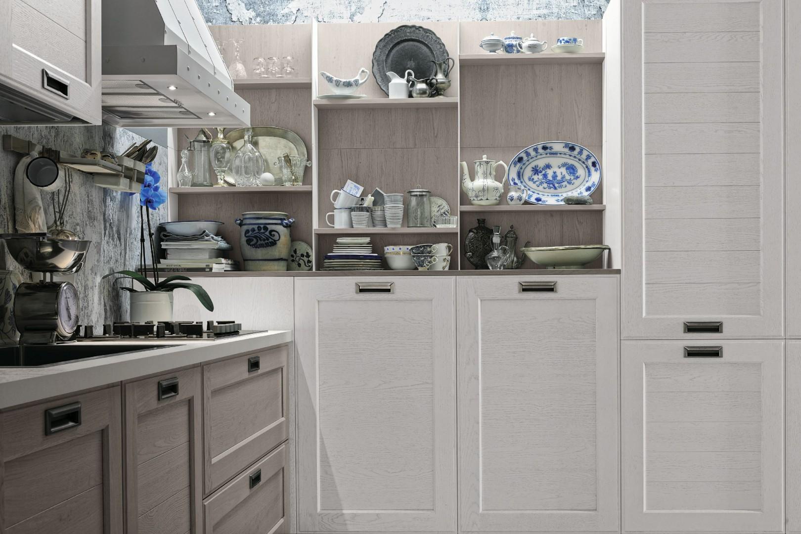Otwarte półki to jeden z charakterystycznych elementów wiejskich kuchni. Fot. Stosa