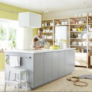 Prosta i funkcjonalna kuchnia marki IKEA. Fot. IKEA