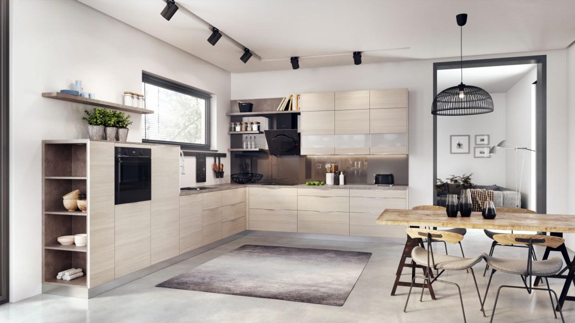 Otwarte półki to mocny akcent kuchennej aranżacji. Fot. Kam