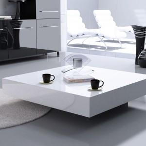 """Niski stolik kawowy """"Magic"""" pasuje do nowoczesnego wnętrza. Fot. Rosanero"""