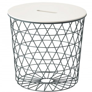 Stolik Kvistbro w formie kosza. Fot. IKEA