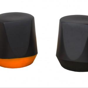 Włoski projektant Emilio Nanni zaprojektował taborety (Haik) wykonane z ekskluzywnego materiału ceramicznego. Fot. Pianca
