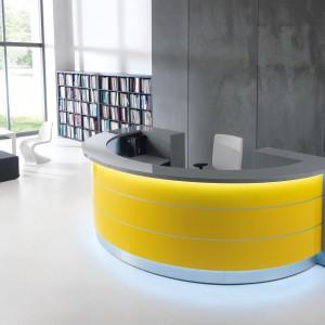 Dzięki połączeniu szlachetnych materiałów - szkła, aluminium i kolorowych laminatów lada