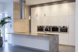 """""""Sprytne"""" szkło w kuchni - zobacz praktyczne rozwiązanie"""