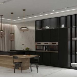 Jasne drewno i płyta MDF lakierowana na ciemny grafit w tym sezonie będą królować w kuchniach. W prezentowanym projekcie przewidziano także inne modne materiały – złoto i marmur (lampy i obudowa kominka). Taki wystrój nie zestarzeje się przez lata! Fot. Pracownia Architektoniczna MGN