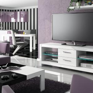"Szafka ""Andora"" z oferty firmy Hubertus Design – ze szklanymi półkami i podświetleniem LED. Fot. Hubertus Design"