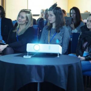"""Panel dyskusyjny poświęcony trendom tkaninowym, odbywający się w ramach cyklu """"Design. Tworzywo"""" na """"4 Design Days"""". Fot. Grupa PTWP"""