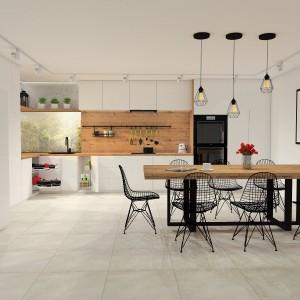 W kuchni można skorzystać zarówno z kolorowych, jak i transparentnych tafli szkła. Fot. Rejs