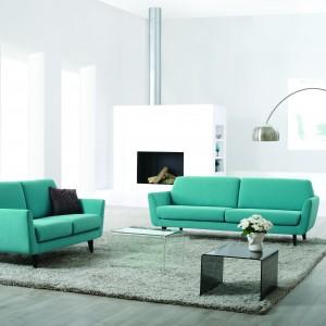 """Sofa """"Rucola"""" marki Sits przeznaczona jest dla dojrzałych użytkowników – ma odpowiednią wysokość i poduchy o podwyższonej twardości. Fot. Sits"""