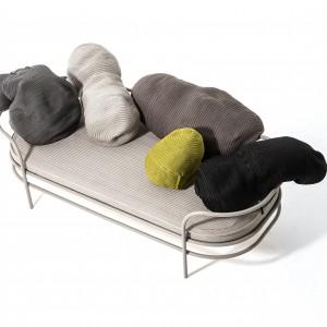 Głównym elementem wpływającym na stylistykę sofy Moroso są ciekawe poduchy. Fot. Moroso