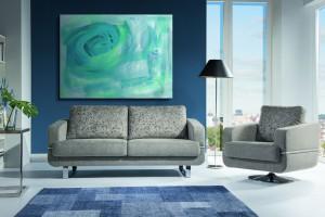 Fotele na podstawach talerzowych - nowoczesny design w salonie