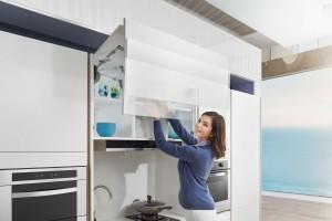 Otwieranie górnych szafek - funkcjonalne akcesoria