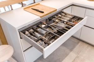 Dobrze zorganizowana szuflada - niezbędna w kuchni
