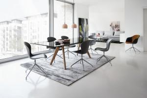Zobacz 10 pięknych stołów ze szklanymi blatami!