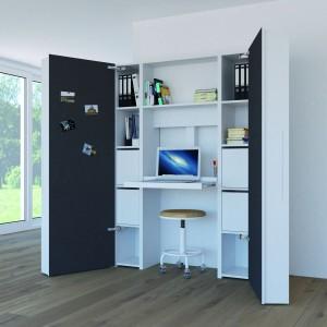 Stanowisko pracy niczym wnętrze szafy ukryte za dużymi drzwiami zamocowanymi na bardzo wytrzymałych zawiasach. Fot. Hettich