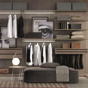 Garderoba może zajmować oddzielne pomieszczenie w mieszkaniu. Fot. Zalf